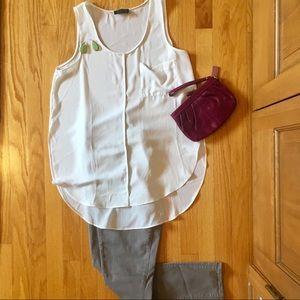 PRICE ⬇️ White sleeveless blouse